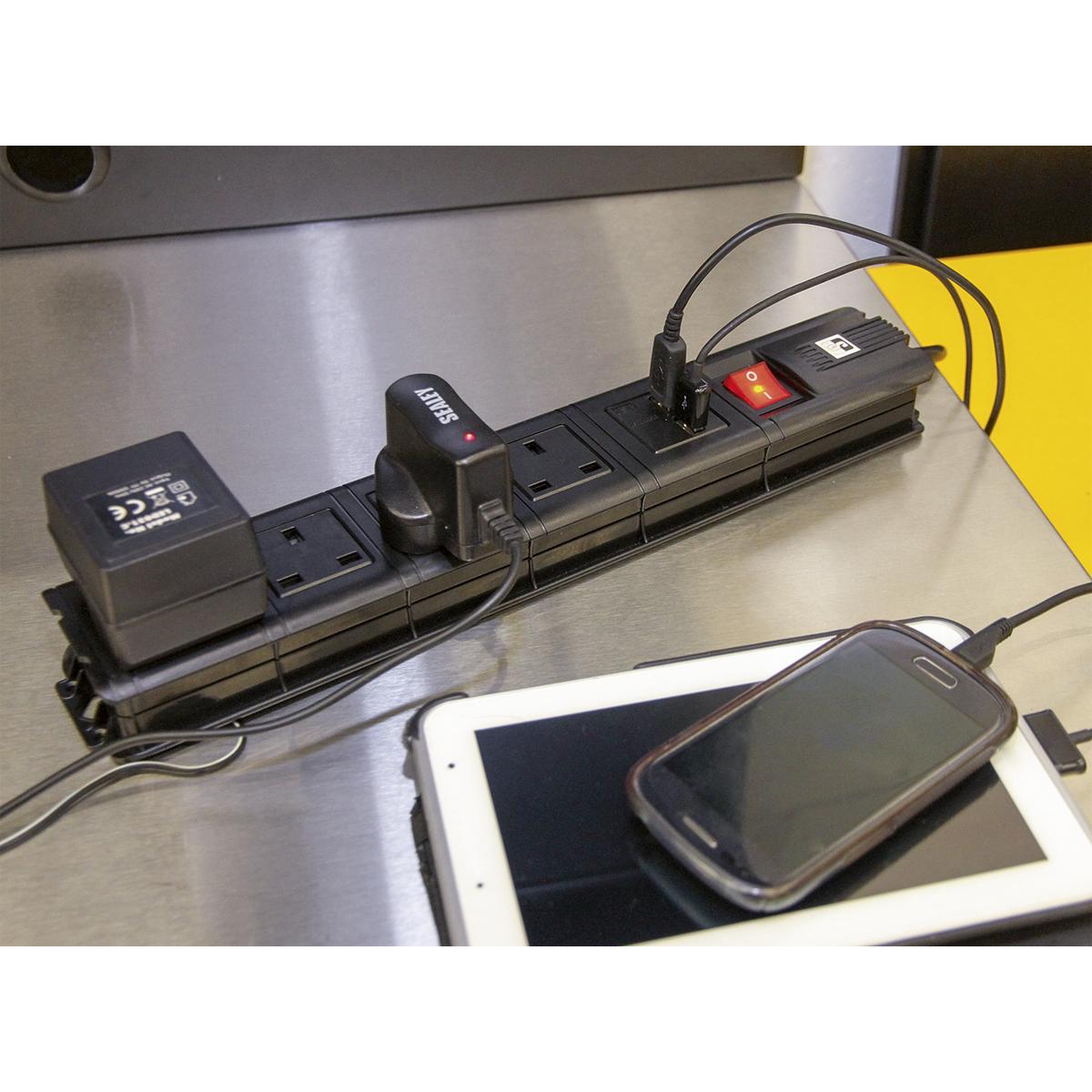 Extension Cable 2.6m 2 x 230V + 2 x USB Sockets - Black